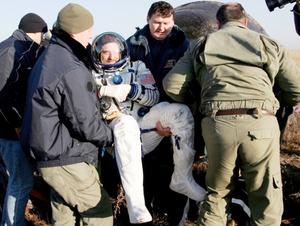 Garriot tomó fotografías con el fin de registrar como ha cambiado la Tierra 35 años después de que su padre, quien ahora tiene 77 años de edad, permaneció por 60 días en una estación espacial estadounidense en 1973.