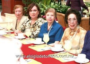 Grupo de escritoras quw acompañaron a Rosita Gámez.