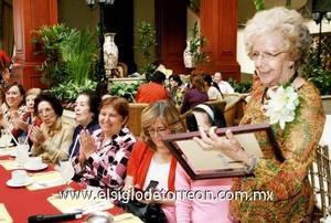 Muy emotiva estuvo la velada literaria musical en honor de la escritora Rosita Gámez.