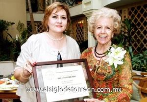 <b>Velada Literaria Musical</b><p> Naima Papadópulos de Murra y Rosa Gámez Reyes Retana.