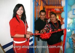 <b>Del mar de Acapulco</b><p> El corte del listón dio paso a la apertura del restaurante.
