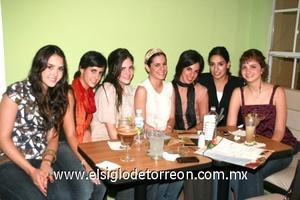 <b>Y... llegó la noche!</b><p> Paulina, Cristy, Mónica, Isabel, Cris, Lizeth y Tania.