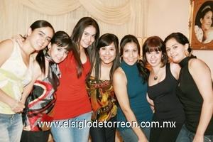 <b>Cumple 21</b><p> Isabel Fuentes junto a sus mejores amigas: Viky, Lucy, Paty, Carmen, Susana y Katia.