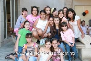 La festejada Marifer del Hoyo González acompañada por sus amigas y primas en su cumpleaños.