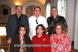 Ricardo y Sany Velázquez, Jesús y Lupita Pereyra, Gerardo y Piry Carlos.