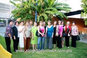 Malena Luengo González recibió muchas felicitaciones por parte de la integrantes del Grupo Por un País Mejor.