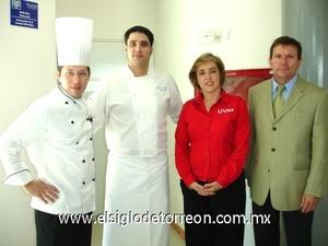 <b>Taller de cocina española</b><p> Chef Salvador Morales, Chef Víctor Sierra, la Maestra y Carlos González Castañon, Cónsul de España.