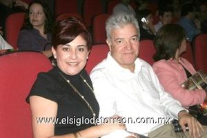 Olivia y Leopoldo Sotolujan.