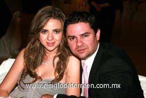 <b>Linda recepción</b><p> Yunue Acuña y Bernardo Muñoz.