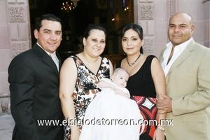 David Morales, Marcela Villalobos de Morales, el pequeño Marcelo, Ana Laura Villalobos de Jiménez e Israel Jiménez.