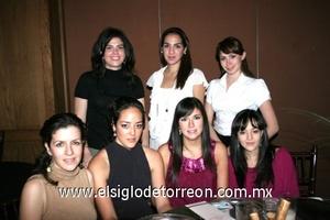 Carolina Jaidar, Dennis Rodríguez, Gaby Ponce, Tensi Rodríguez, Marcela Cepeda, Valeria Trasfi y Ana Lucía Urby.