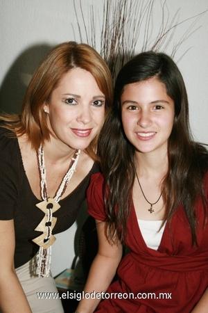 <b>Dulces quince</b><p> Ana Isabel González y Fernanda Santoyo González.