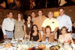 Neto y Laura Quintero, Beto y Mónica Olliver, José y Martha Llama, Jesús y Licha Villarreal, Jesús y Carmen Monarrez.