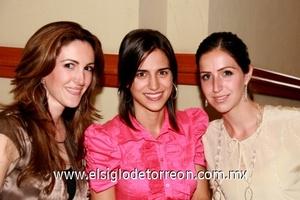 Valeria Muñoz, Daniela Murra y Bego Zarra.