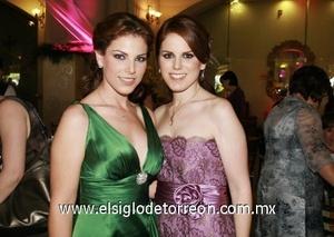 <b>Feliz en su despedida</b><p> Anavilly y su hermana Estrada Villarreal se encuentran muy contentas pues se acerca la boda.
