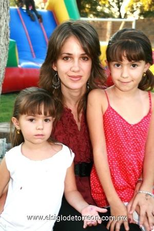 Toty, Isabela y Jimena Dávila.