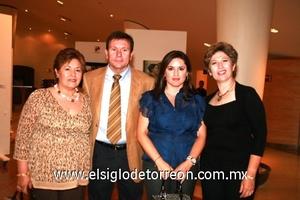 Lupita de Cuesta, Carlos González, Lucy Cuesta y Sofía Enríquez.