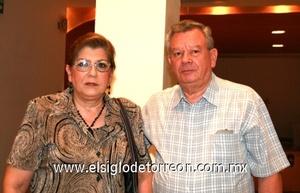 <b>Exitosa presentación</b><p> María Cristina Marrero de Urtiaga y Miguel Urtiaga Tejada.