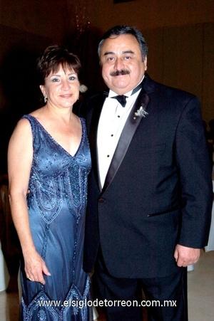 19102008 Mercedes Flores de la Fuente y Javier Villalobos, padres del novio