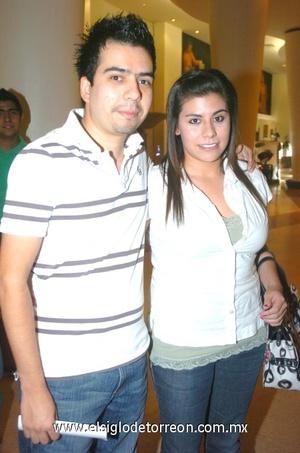 24102008 Roberto Ceniceros y Sarahí Muñoz