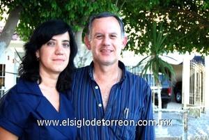 26102008 Adriana y su esposo Hugo Eduardo.