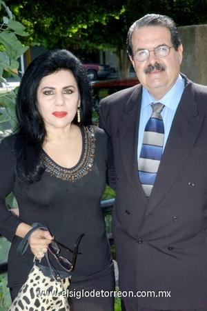 29102008 Bety del Valle de Garza junto a su esposo Raúl Garza