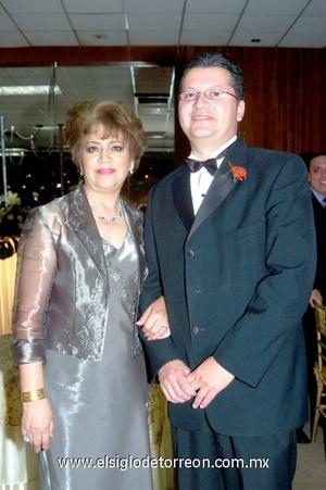 29102008 Julieta de Güereca y Raúl Güereca García, en una boda