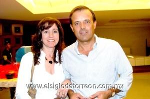 29102008 Leticia Canedo y Roberto Natera