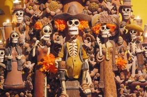 Solo los mexicanos ven la muerte desde un punto de vista alegre para mitigar lo desconocido y el dolor que provoca.