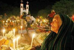 No existe ninguna otra parte del mundo que recuerde a sus difuntos como México. Lejos de ser una experiencia triste, se convierte en una festividad en el que conviven vivos y muertos.