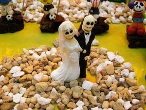 Los mexicanos se reencontraon con sus difuntos y los invitaron a la mesa en una monumental conmemoración del Día de muertos.