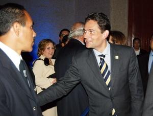 Mouriño nació en Madrid el 1 de agosto de 1971. Hijo de padre español -Carlos Mouriño Atanes- y madre mexicana - Ángeles Terrazo-, por lo que desde su nacimiento contó con ambas nacionalidades.