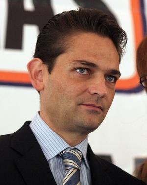 Conocido como Iván por sus amigos más cercanos, Mouriño era el colaborador más cercano y uno de los mejores amigos del presidente Felipe Calderón.