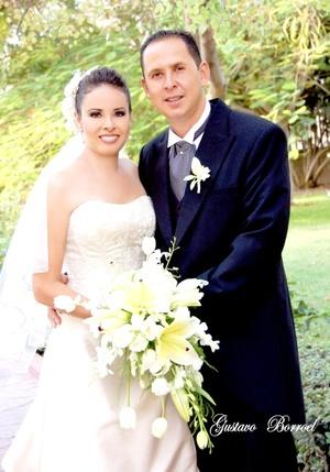 Sr. Francisco Tovar Pereyra y Srita. Adriana Galiano López recibieron la bendición nupcial en la capilla de la Casa de Cristiandad el sábado 27 de septiembre de 2008.  <p> <i>Estudio Gustavo Borroel</i>