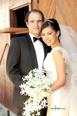 Sr. Michiel Prompers y Srita. Karla Marín y  unieron sus vidas en sagrado matrimonio en la capilla de San José, Cd. Lerdo, Dgo. el sábado 20 de septiembre de 2008.  <p> <i>Estudio Carlos Maqueda</i>