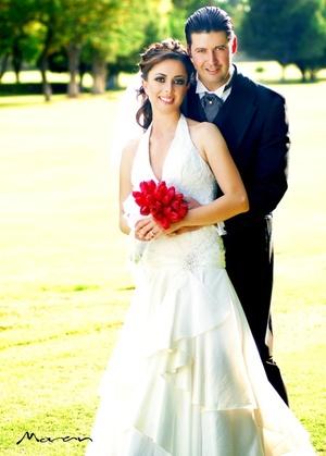 Sr. Armando Ruiz Ramírez y Srita. Vanessa Gidi Bañuelos y contrajeron nupcias en la parroquia de La Sagrada Familia el 27 de septiembre de 2008.  <p> <i>Fotografía Morán.</i>
