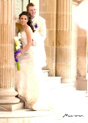 B.A. Michael M. Beatie y Antp. Sindy Y. de la Torre Pacheco contrajeron matrimonio por lo civil en la Hacienda Los Ángeles el sábado 12 de julio de 2008.  <p> <i>Estudio Morán</i>