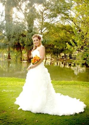 Dra. Carmen Margarita Gutiérrez Tovar el día de su boda con el Ing. Francisco Ignacio Bonilla Gallegos.  <P> <I>Fotografía Morán</I>