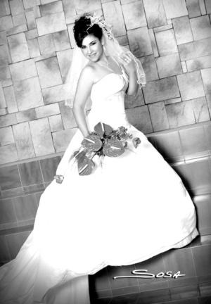 L.A.E.T. Claudia Marbella Castro Valenzuela unió su vida en matrimonio a la del L.A.E. Salvador Veloz Sánchez.  <p> <i>Studio Sosa</i>