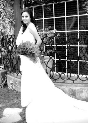 Lic. Elsa Herrera Flores el día que contrajo matrimonio con el Ing. Iván Martínez Torres.  <p> <i>Rofo Fotografía</i>