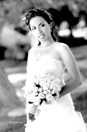 Lic. Mildred Hernández Kerckoff, el día de su boda con el Ing. Humberto Gurrola Favela.  <p> <i>Estudio Carlos Maqueda</i>