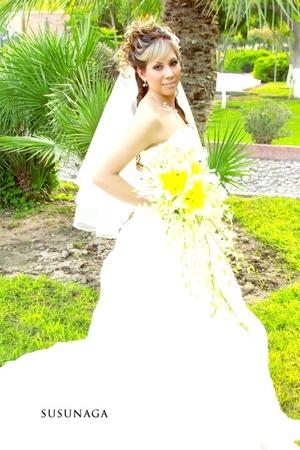 Lic. Shirley Yetanheli García Martínez el día de su boda con C.P. Miguel Ángel López González.  <p> <i>Estudio Susunaga</i>
