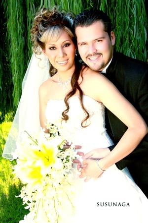 C.P. Miguel Ángel López González y Lic. Shirley Yetanheli García Martínez contrajeron matrimonio en la parroquia del Santo Cristo el sábado 20 de septiembre de 2008.  <p> <i>Estudio Susunaga</i>