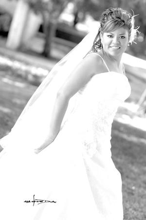 Lic. Éricka Elizabeth Sánchez Escamilla, el día que unió su vida en Sagrado Matrimonio a la del Lic. Juan Antonio Mejía Mora. <p> <i>Estudio Carlos Maqueda</i>