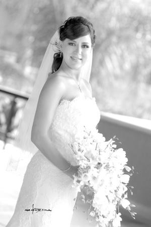 Srita. Bárbara Martínez Ramírez, el día de su boda con el Sr. Mario Andrés Ugalde Elías.  <p> <i>Estudio Carlos Maqueda</i>