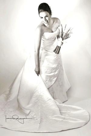 Srita. Daniela Bazán Estrello, el día que contrajo matrimonio con el Sr. Guillermo Eugenio Figueroa Wolf. <p> <i>Estudio Laura Grageda</i>