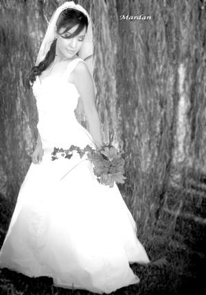 Srita. Diana Iveth Murillo Flores el día que unió su vida en matrimonio con el Sr. Jesús Alberto Rodríguez Hernández.  <p> <i>Estudio Mardan</i>