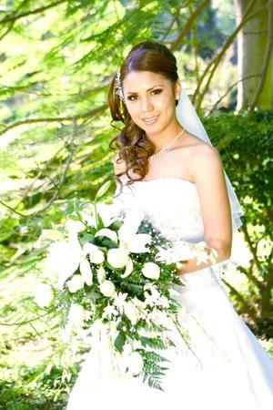 Srita. Jéssica Yazmín Vázquez Valenzuela el día que unió su vida en matrimonio a la del Sr. Cris Anwar del Toro Martínez.  <p> <i>Alfredo Martínez Fotografía</i>