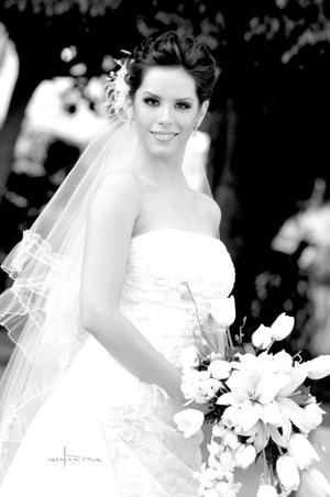 Srita. Laura Elena Gajón Argüello contrajo matrimonio con el Sr. Andrés González-Treviño Herrera. <p> <i>Estudio Carlos Maqueda</i>