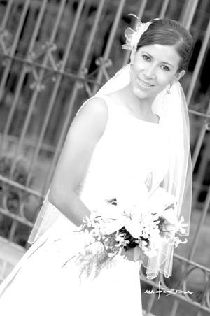 Srita. Susana Hernández Maldonado, el día de su boda con el Sr. Homero Wong Lozano. <p> <i>Estudio Carlos Maqueda</i>